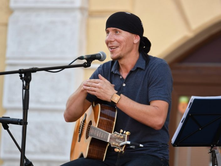 Oravskému pesničkárovi Robovi Hulejovi patril záver štvrtého dňa festivalu